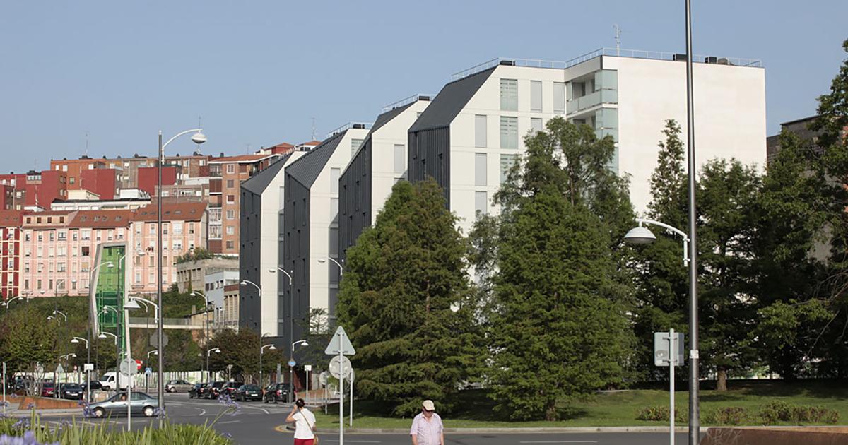 Las primeras personas inquilinas de los 66 ADAs de Ametzola, en Bilbao, ocuparán en abril las nuevas viviendas
