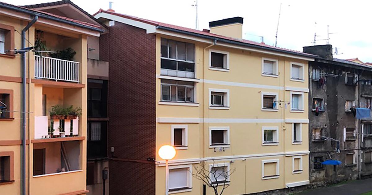 Surbisa impulsa la rehabilitación de la mitad de los edificios de Zazpilanda, en el barrio bilbaíno de Zorrotza